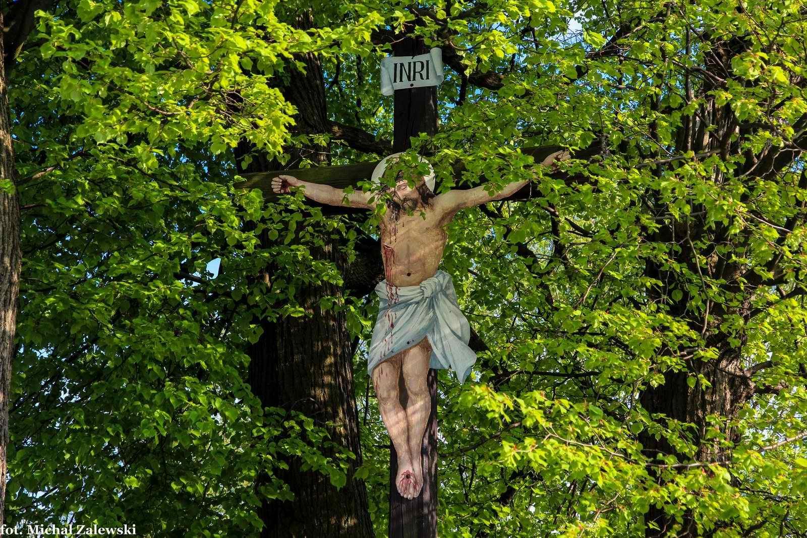 Krzyż z blasznym Chrystusem