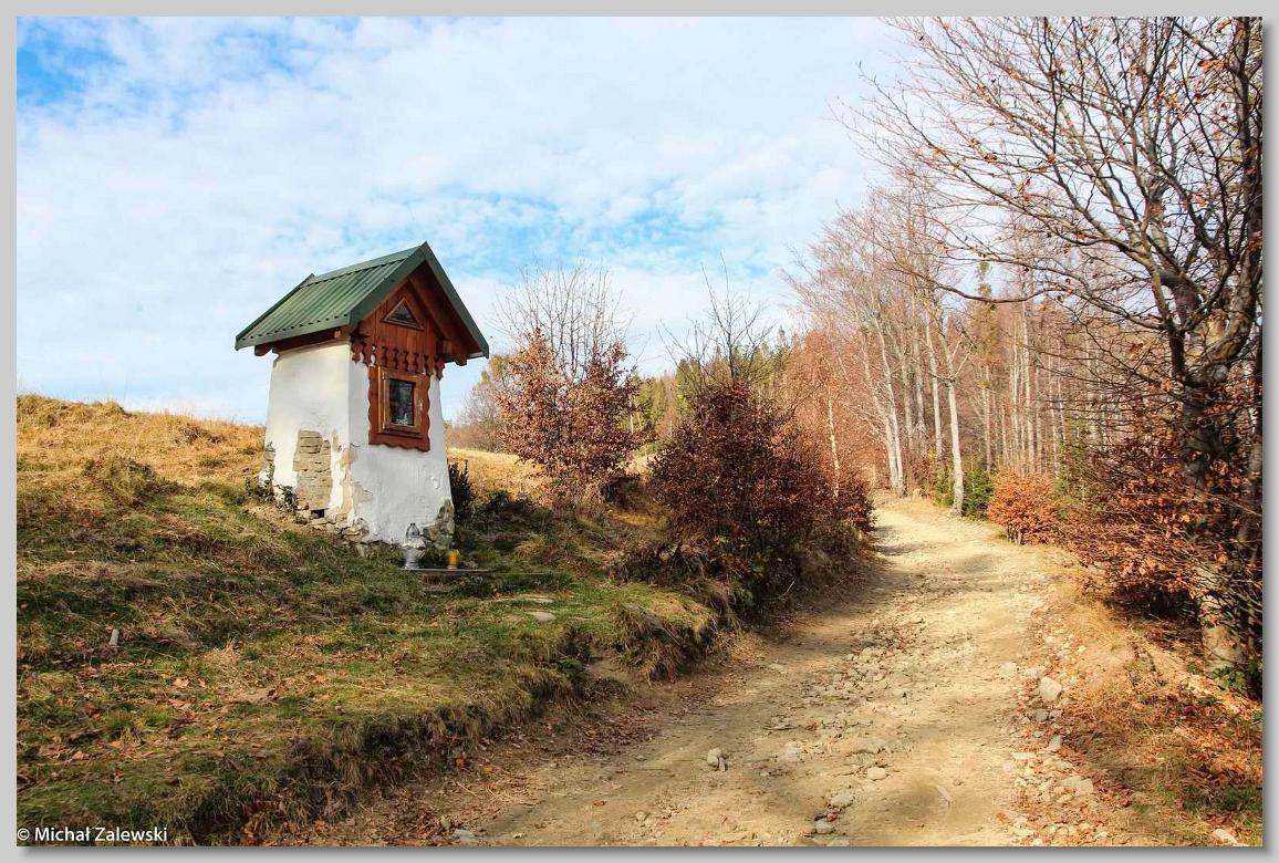 Kapliczka przy szlaku na Błatnią, Brenna