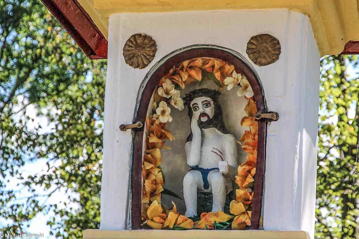 Ludowa rzeźba Chrystusa Frasobliwego w Hermanowej pow. rzeszowski