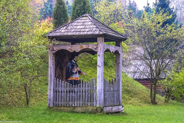 Nowogród, kapliczka brogowa ze św. Janem Nepomucenem